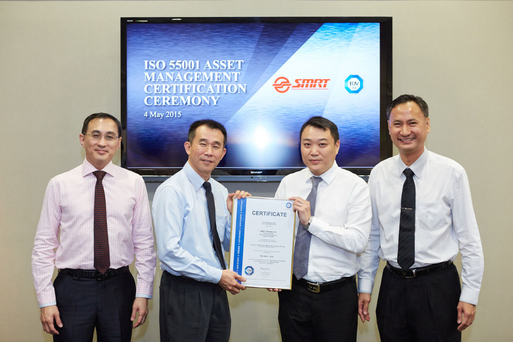 L-R: SMRT President and Group CEO Mr Desmond Kuek, SMRT Trains Managing Director Mr Lee Ling Wee, TUV SUD ASEAN Vice President Mr Clement Teo, TUB SUD ASEAN CEO Mr Richard Hong